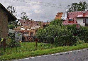 """""""Vichřice poničila třetinu vesnice."""" Zdrcený starosta popsal zkázu Bohuslavic."""