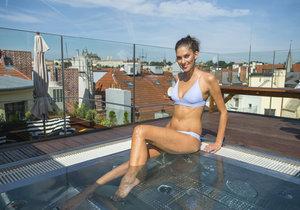 Aneta Vignerová se pochlubila tělem v plavkách a relaxovala ve vířivce