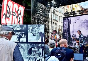 Na Václavském náměstí probíhá akce k 21. srpnu 1968.