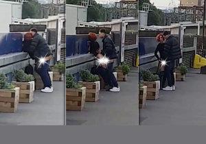 Nadržený pár si to rozdal ráno na železniční stanici.
