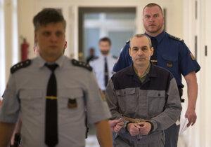 Klánovický vrah opěr před soudem.