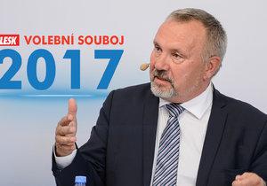 Kde kupuje Pavel Kováčik (KSČM) mléko? Odpověděl v Blesk Volebním souboji 2017.