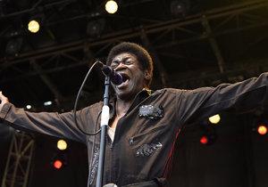 Zemřel americký zpěvák Charles Bradley (†68): Podlehl rakovině.