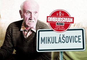 Předseda Šašek pečlivě archivuje vše, co se k neplatičce vztahuje.