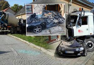 Děsivá nehoda na Vyškovsku: Míchačka rozmačkala osobák a probourala se do domu.