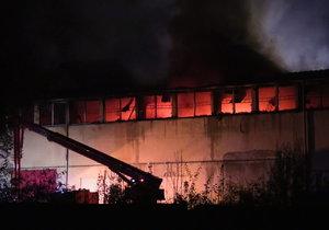 Požár třídírny odpadu v Kamenných Žehrovicích