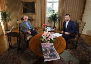 Prezident Miloš Zeman a moderátor David Vaníček v Masarykově pracovně v Lánech