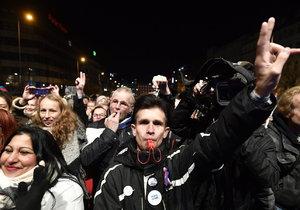 Píšťalky na Václavském náměstí byly jedním ze závěrečným momentů letošních oslav 17. listopadu