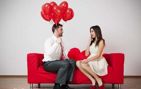 Jak donutit muže, aby se do vás bezhlavě zamiloval? Svádějte ho a usmívejte se