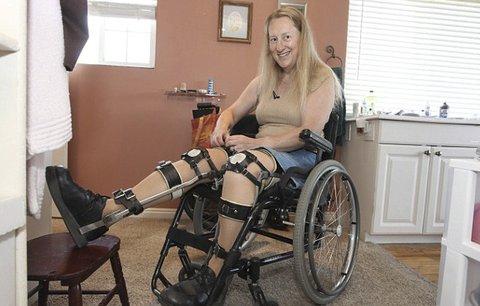 Je zdravá, ale jezdí na vozíčku. Nenávidí své nohy a přeje si ochrnout!
