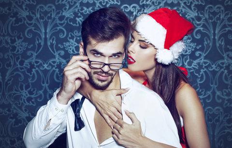Vánoční kámasútra: Jaké polohy vyzkoušet pod vánočním stromečkem?