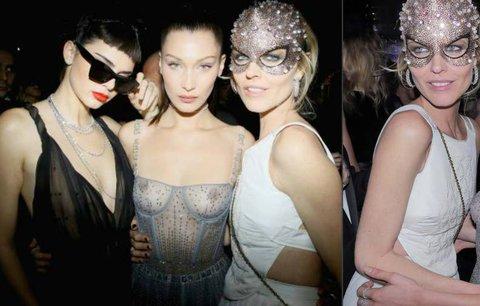 Hříšná Eva: Herzigová se v Paříži tiskla k nahotince! Slavnou modelku vysvlékl Dior
