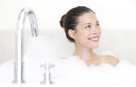 Test olejů a pěn do vany: Které nejen pění, ale i božsky voní?