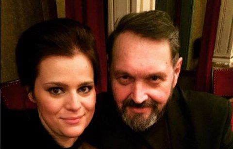Celebrity na síti: Pomerančová kůže Ashley Graham a Koktovi v divadle