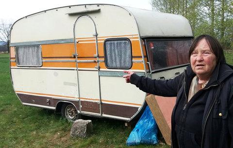Nemocná seniorka (68) živoří v  karavanu bez vody, elektřiny a topení: Město byty má, ale ne pro ni!
