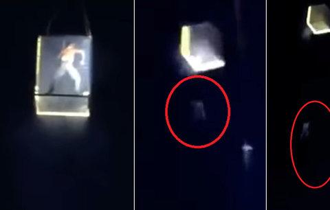 Tragická smrt na hudebním festivalu: Akrobat spadl z výšky téměř 30 metrů