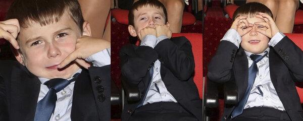 Poznáte tohle komediantské dítě? Malý elegán v obleku strčil do kapsy i staré dinosaury