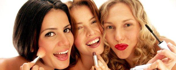 Jakou kosmetiku byste neměla půjčit ani kamarádce? Rtěnku, ale ani mýdlo!