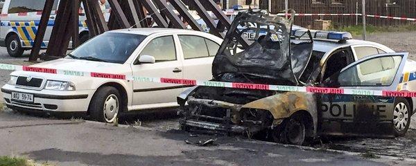 V Praze řádí žhář: Vypálil dvě policejní auta za jeden týden