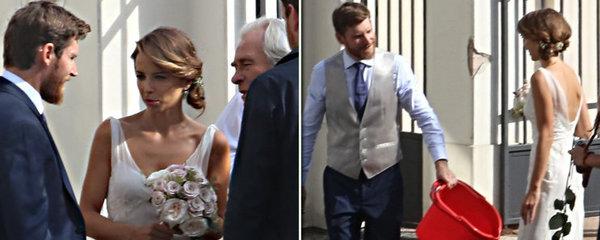 Svatba Davida Švehlíka obrazem: Zarostlý ženich, šklebící se nevěsta a záhadný kýbl