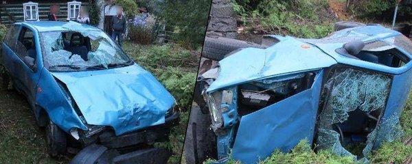 Opilý řidič »zaparkoval« auto mezi smrčky před cizí chaloupku