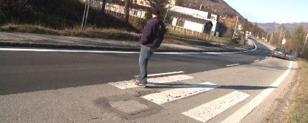 Opravená silnice na slovenský způsob: Polovina stačí, nedokončili ani přechod