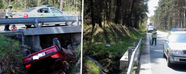 Řidič na Plzeňsku skončil na střeše v odvodňovacím kanále: Celá posádka skončila v nemocnici