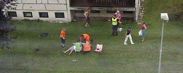 Tragédie v Mladé Boleslavi: Muž vypadl z okna v šestém patře