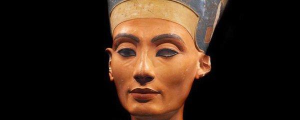 Italové jdou po stopě hrobky královny Nefertiti. Rozluští její záhadu?