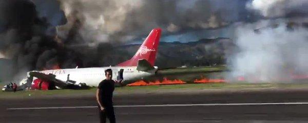 """Boeing se 141 lidmi zachvátily plameny. """"Letadlo se nezastavitelně řítilo"""""""