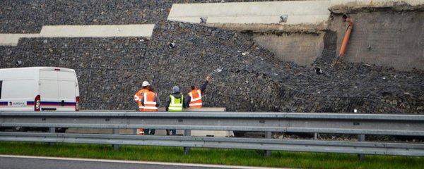 Drama na čtyřproudovce mezi Opavou a Ostravou: Obří zeď spadla na novou silnici
