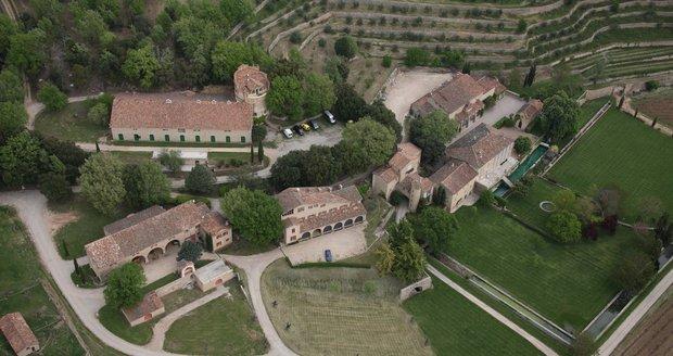 Celý pozemek u zámku má rozlohu 404 hektarů.