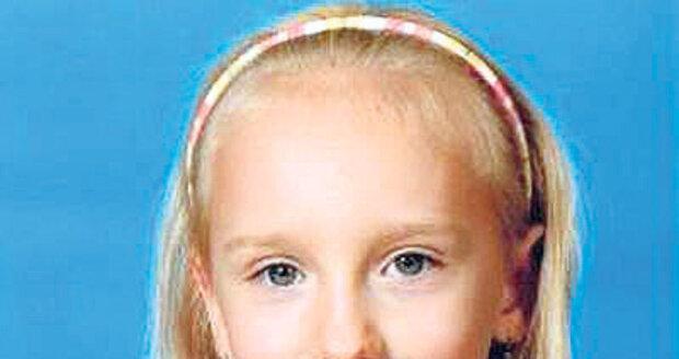 Anička Janatková (†9) - Dívka se ztratila v pražské Troji v říjnu 2010 cestou ze školy. Tělo dívky bylo nalezeno v březnu 2011, pohřbené nedaleko domu jejích rodičů. Podle policie ji znásilnil a zavraždil Otakar Tomek (†41). Ten se nikdy nepřiznal a oběsil se v cele.