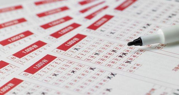 Šťastlivec v loterii vyhrál 16,8 miliardy. Měl větší šanci být prezidentem, než trefit jackpot
