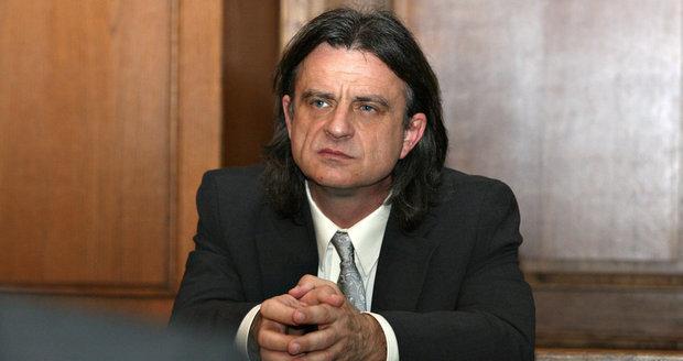 Obviněný poslanec Otto Chaloupka (VV) u soudu s Vítem Bártou
