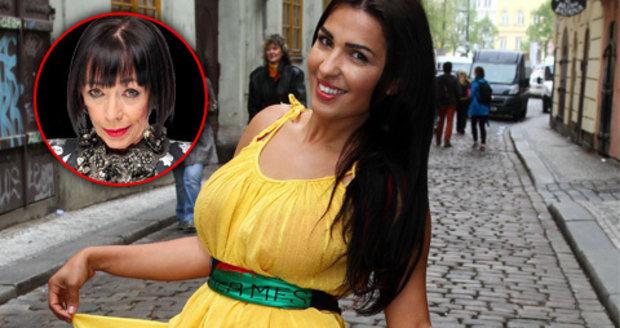 Anife Vyskočilová křepčila před kadeřnictvím na ulici