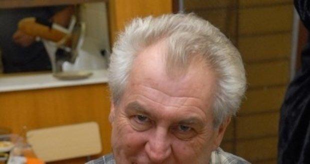 Miloš Zeman se musí kvůli cukrovce jitrnic vzdát