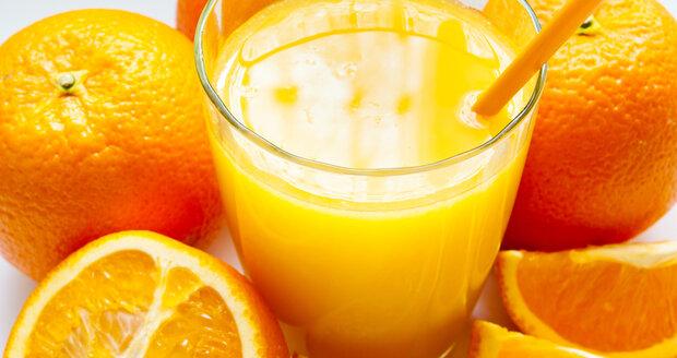 Když se pustíte do džusové diety, musíte brát sklenici nápoje jako jídlo