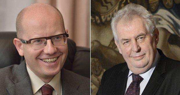 Politikům rostou platy: Zeman si polepší o 34 tisíc, škodní nebudou ani poslanci