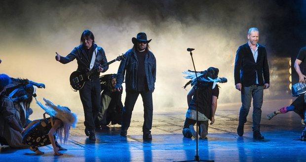 Kapela Lucie šokovala fanoušky: Během vlastního muzikálu vtrhli nečekaně na pódium!