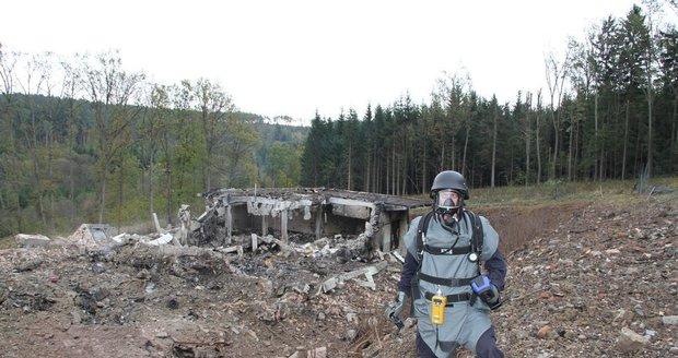 Muži kradli zbraně z Vrbětic: Pročesávali lesy v okolí a sbírali je jako houby