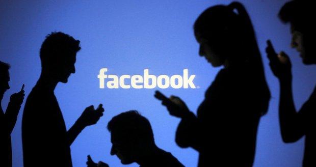 Spor s Facebookem kvůli cenzuře: Ženský klín u soudu!