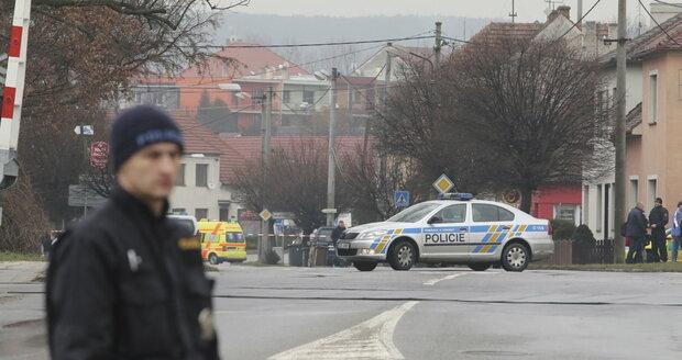 Policejní manévry u restaurace v Uherském Brodě, kde muž postřílel několik lidí. Mluví se o 9 obětech.