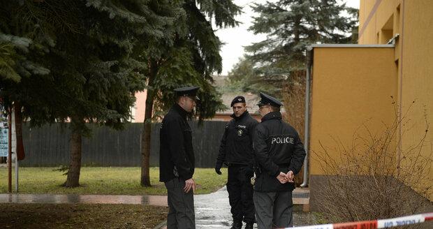 Policie před restaurací