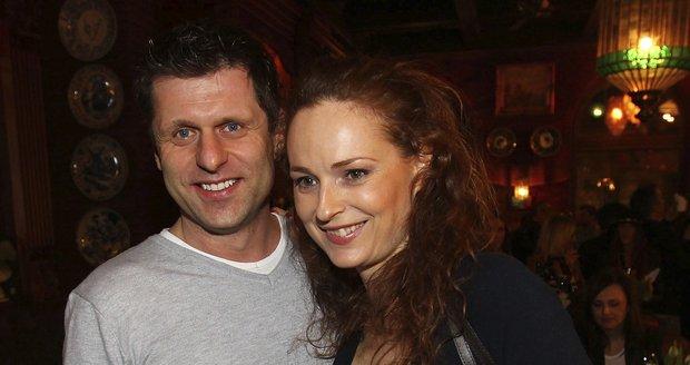 Milenci Markéta Hrubešová a Petr Sysel se od sebe nehnuli.