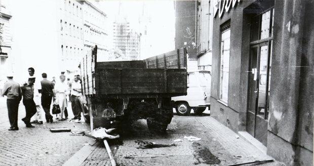 Vražedkyně vjela do lidí nákladním autem.