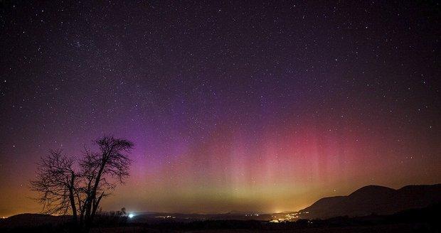 Polární záře nad Českem! Výjimečný jev byl vidět díky sluneční erupci