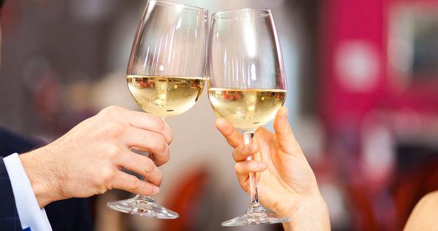 Pozor na bílé víno: Každá sklenička zvyšuje riziko rakoviny, tvrdí vědci