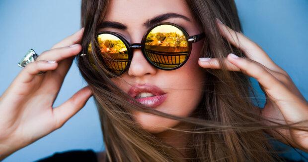 Při výběru slunečních brýlí si zkontrolujte, zda prošly všemi schvalovacími testy. Pak jsou označeny symbolem CE.