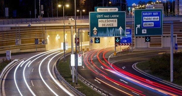 Tunelovým komplexem Blanka projíždí průměrně 60 000 aut za den.
